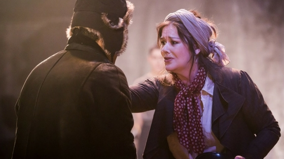 first-look-mother-courage-at-southwark-playhouse
