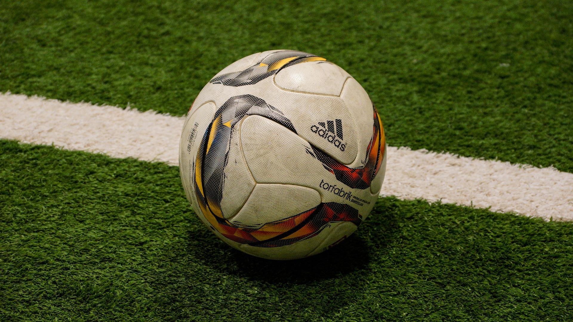 soccer-1392175_1920